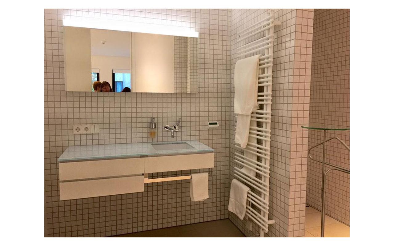 Das Bad im Gästebereich der Residenz. © Lilly Moments