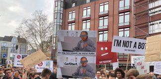 Axel Voss mag sein Internet wie seinen Kaffee: gefiltert! Bild ist auf der Demo gegen die Urheberrechtsreform am 23. März 2019 in Köln entstanden. © Luís Matos
