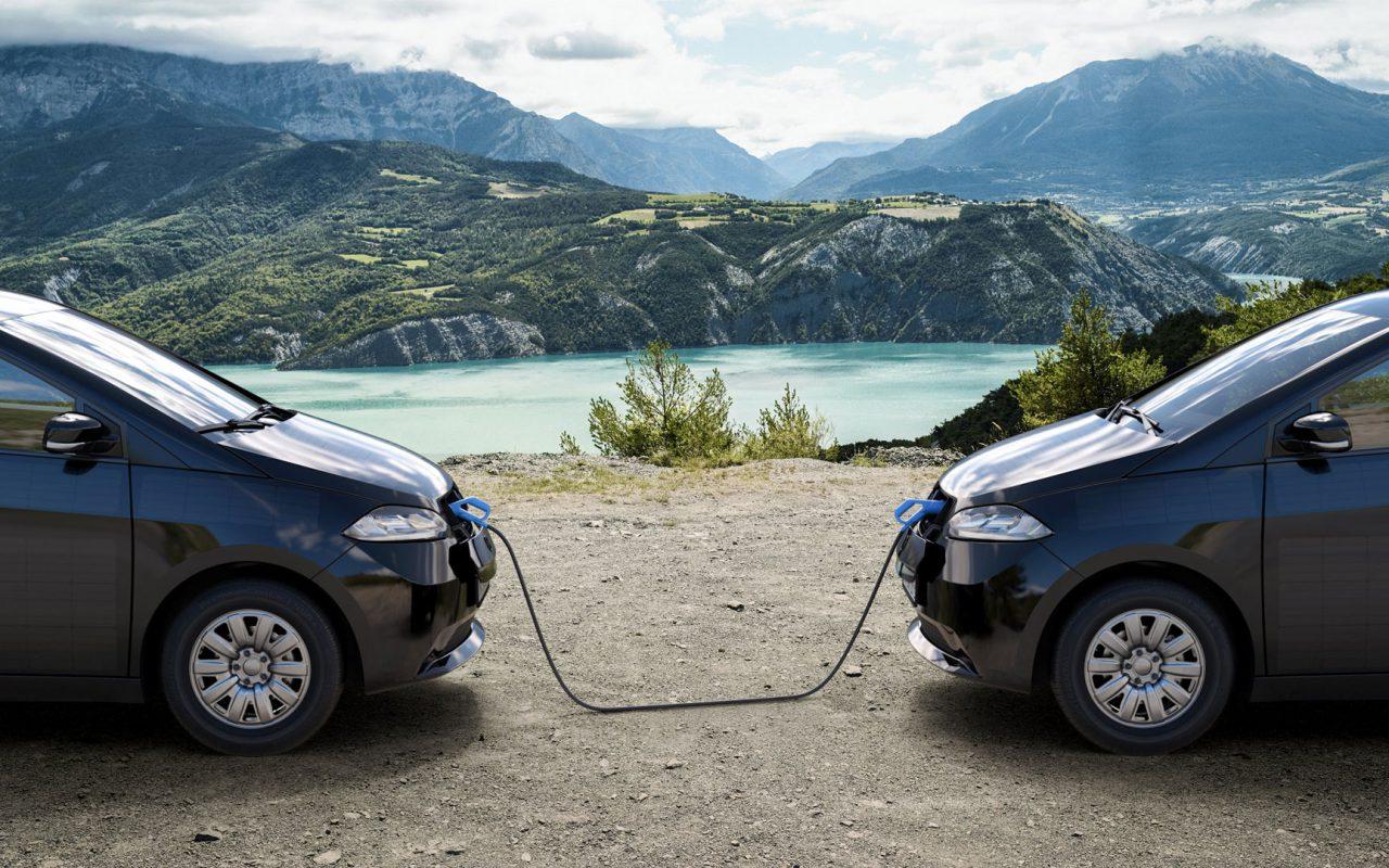 Volle Autarkie: Durch powerSharing kann der Sion überall als mobiler Stromspeicher genutzt werden. Beim Camping. Auf der Baustelle. Oder einfach Zuhause. © Sono Motors