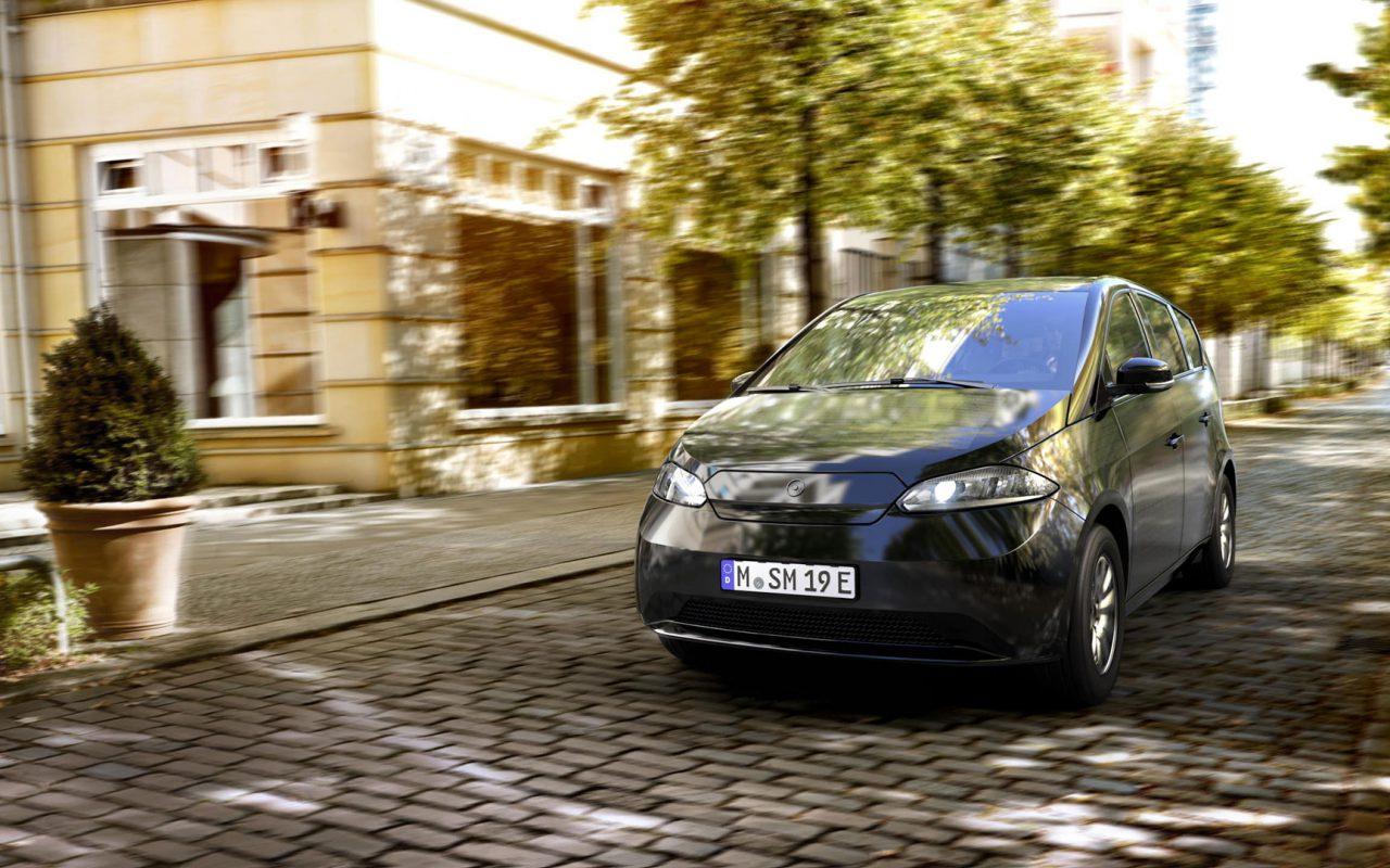 Unendliche Mobilität: Der Sion erfüllt alle Anforderungen alltagstauglicher Mobilität. Täglich bis zu 34 km zusätzliche Reichweite durch reine Sonnenenergie, 250 km reguläre Reichweite und eine hohe Schnellladeleistung. © Sono Motors