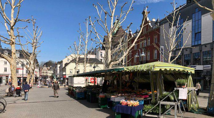 Zur Zeit sieht der Neumarkt in Limburg ziemlich trostlos aus. In der Regel halten sich dort wenige Menschen auf. © Luís Matos