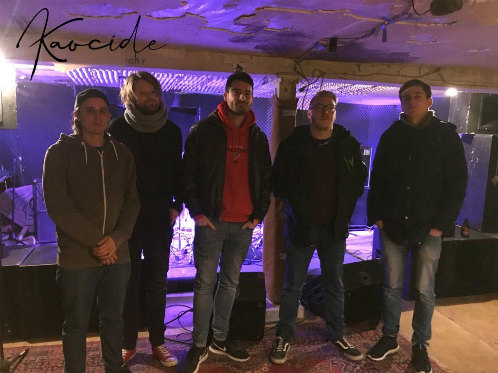 """Im Jahr 2019 feiert die Band nicht nur 10-jähriges Bestehen, sondern auch die Veröffentlichung der dritten EP """"Colorblind!"""". © Kaocide"""