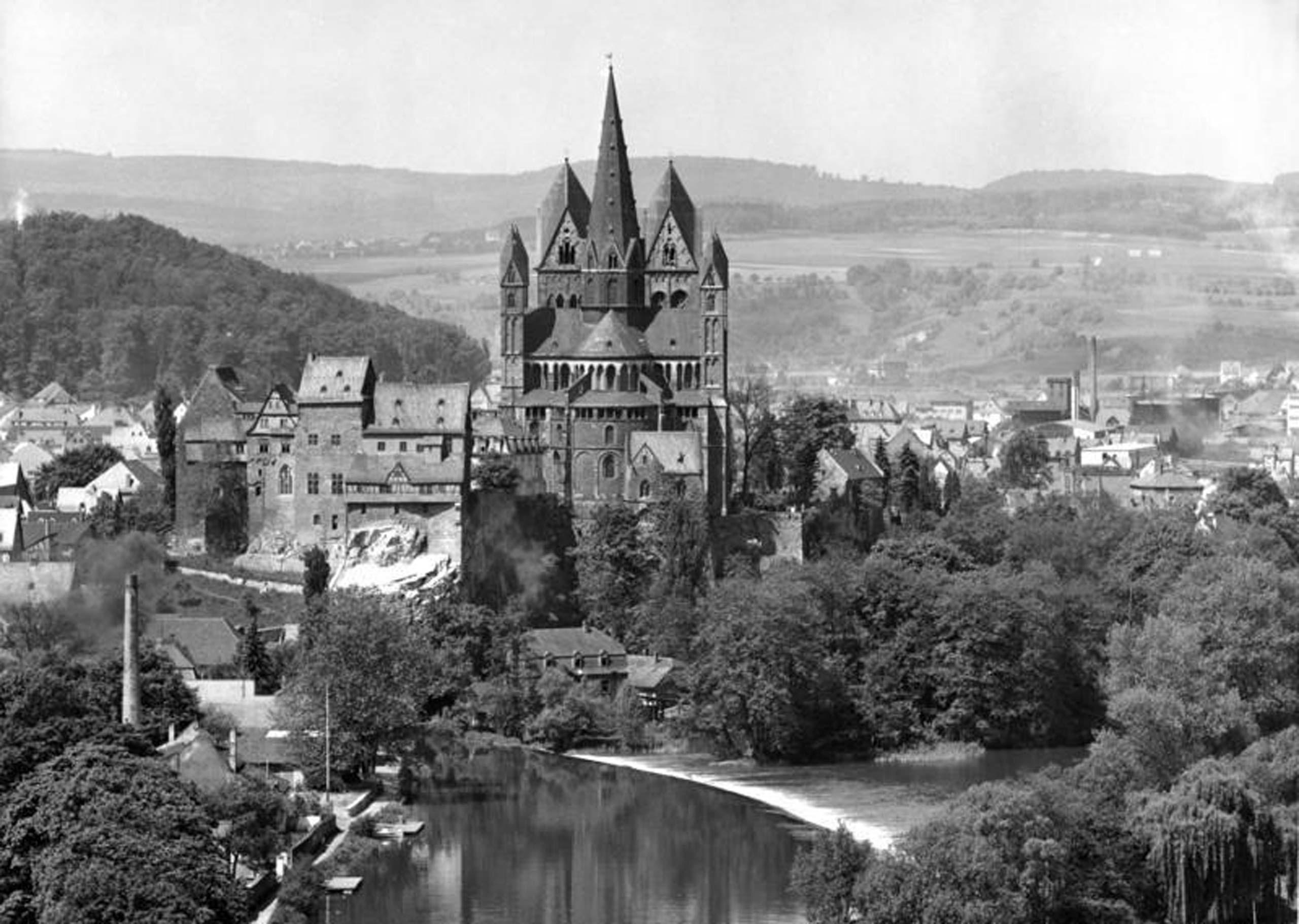 Im Mai 1961 wiederrum sah der Schlossgarten Limburg kahl aus. Es scheint, als sei er zu jener Zeit schon einmal gerodet worden. Foto: Egon Steiner, Bundesarchiv