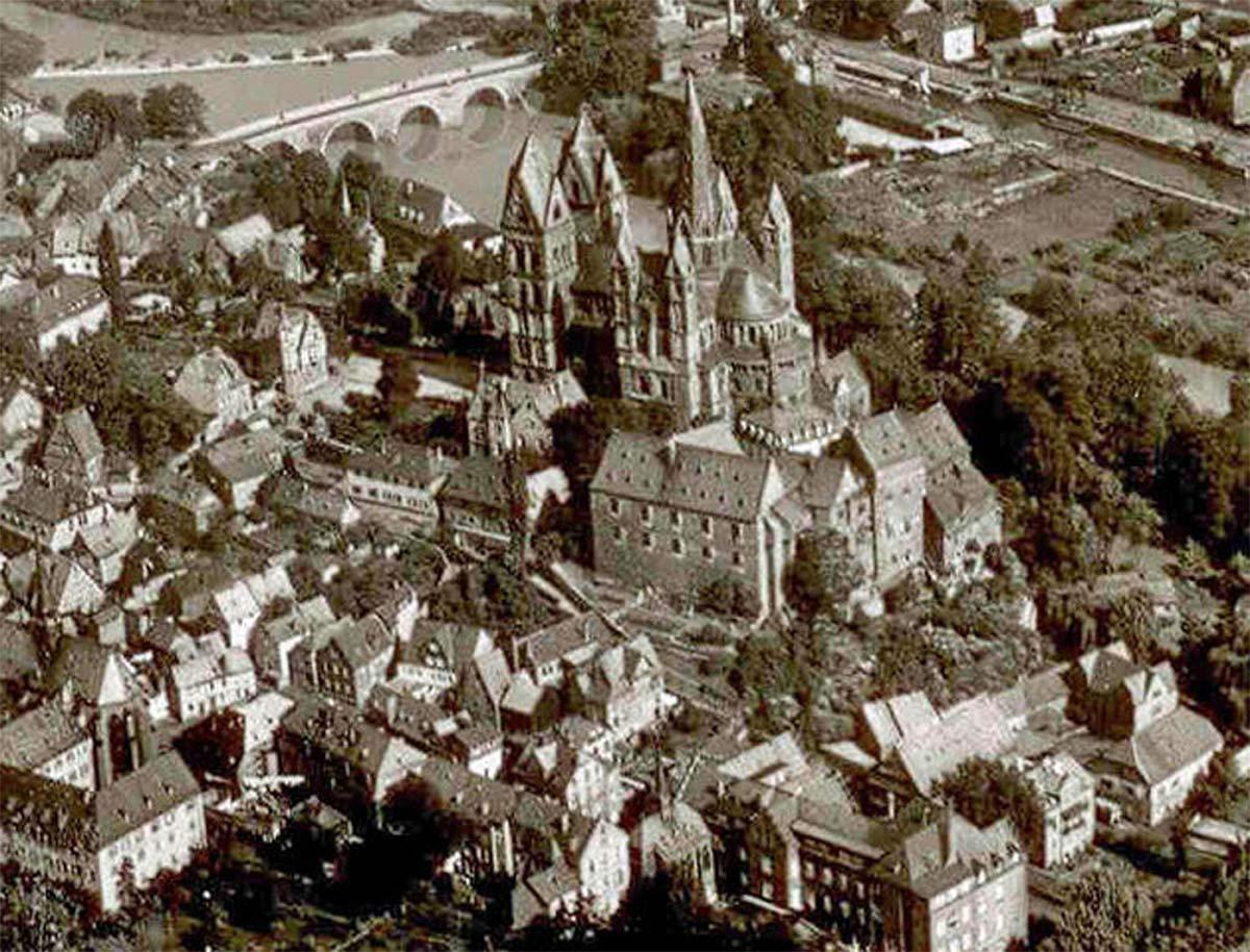 Limburger Dom und Schloss in den Fünzigern. Im Schlossgarten ist ein leichter Bewuchs zu erkennen. | Neues Limburg